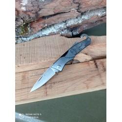 Нож складной с гравировкой и карабином.